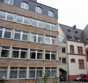 Seitenansicht des Rathausanbaus in Limburg an der Lahn. | Neues Limburg